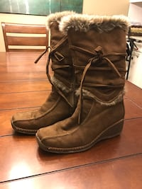 Ladies size 9 fur lined winter boots. Thames Centre