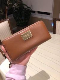 Authentic Michael Kors leather wallet Laval, H7M 1N3