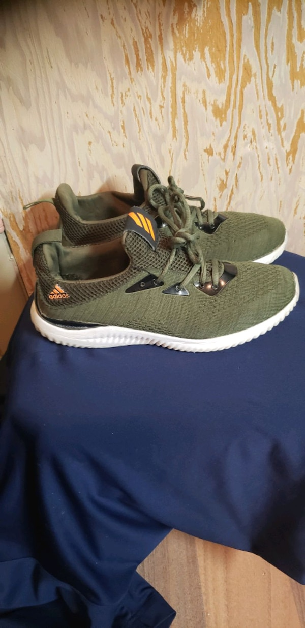 ADIDAS RUNNERS SIZE 8 bf1c0635-939b-408e-8368-3a04905341c5