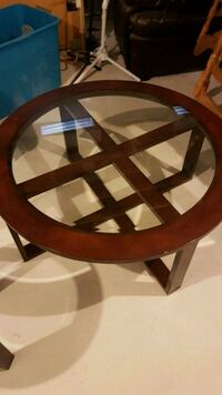 Coffee table and 2 matching side tables  544 km