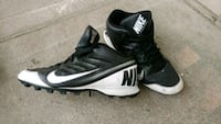 A pair of Nike football cleats size 12 3734 km