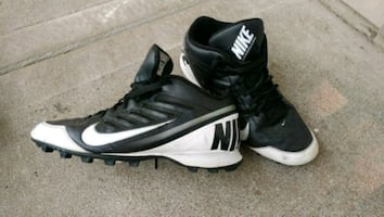A pair of Nike football cleats,size 12