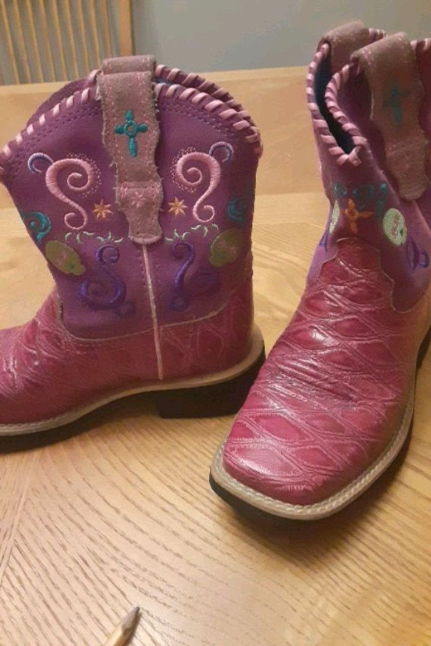 Photo Embellished boots by Ariat size 12 girls.NEVER BEEN WORN