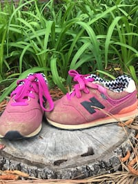 New Balance Toddler size 8 Bryant, 72022