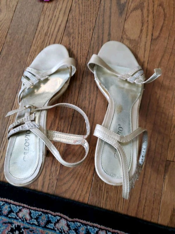 Size 10 cream shoes. Strap at top came out. 9ee1e869-c64d-4c0b-b5f8-ea5e4fdb16db