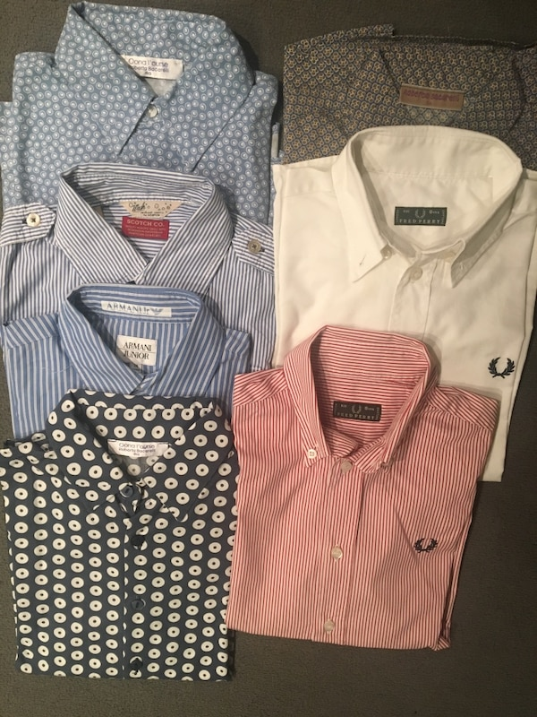 diverse camicie button-up multicolori