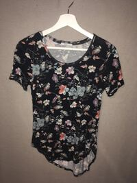 black and white floral scoop-neck shirt Winnipeg, R3G 3A8