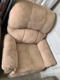 brown suede recliner sofa chair Baltimore, 21222