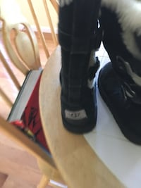 pair of black Ugg boots size 3 Hudson