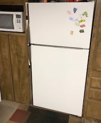 white top-mount refrigerator Hastings, 68901