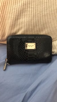 Michael Kors zip around wallet Surrey, V4N 1H6