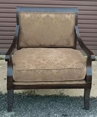 Beautiful oversized accent chair for sale Saint Charles, 20602