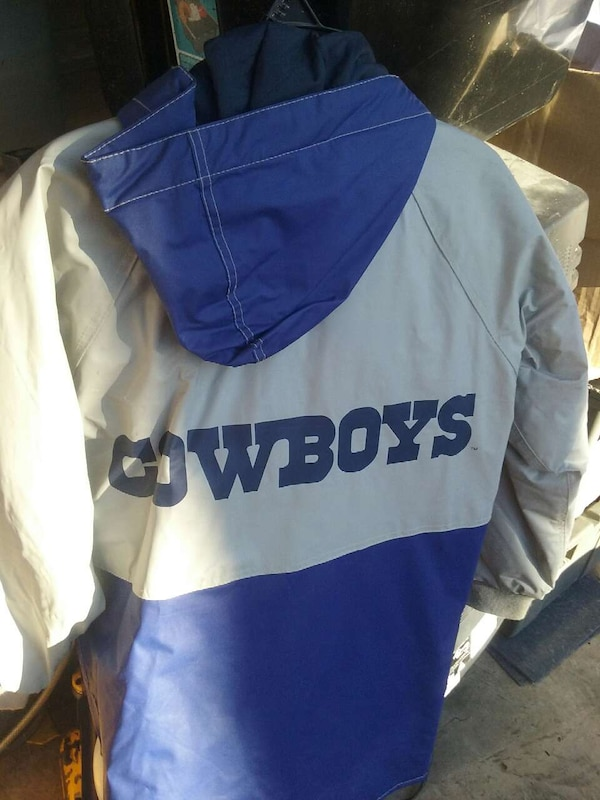 meet b4e2d ed4ef Cowboys rain jacket