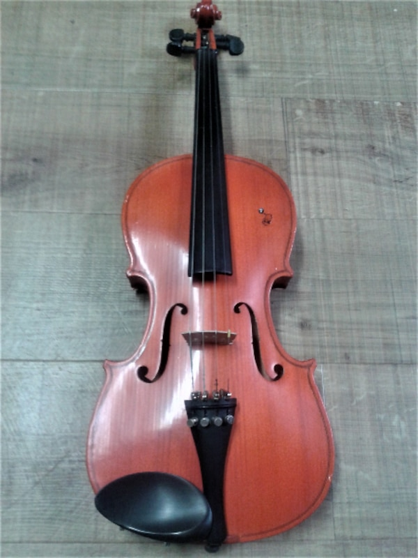 Violin 3/4 with accessories $ 95