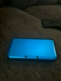 blue and black Nintendo 3DS 833 mi