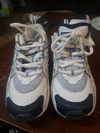 Size 2 girls sports shoes. Like new.