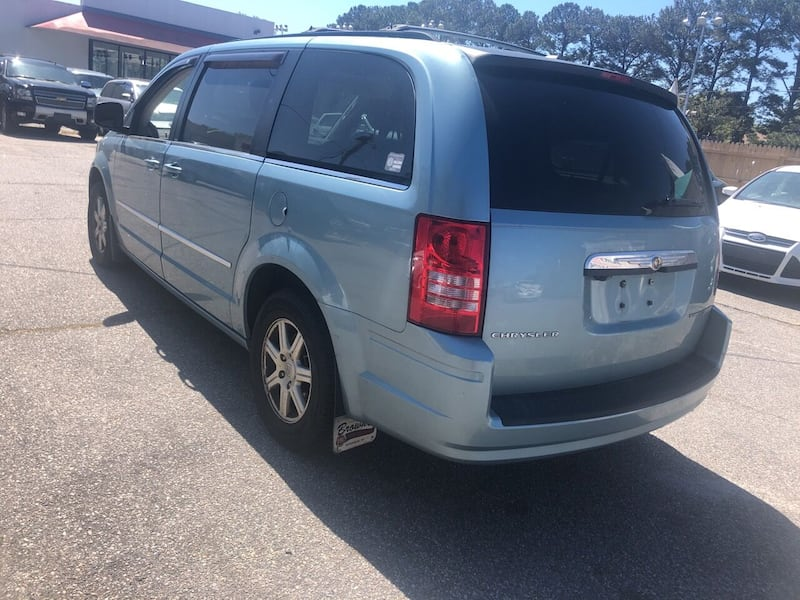 Chrysler-Town and Country-2010 aa38137e-42b3-417f-800b-3761beb4a5f7