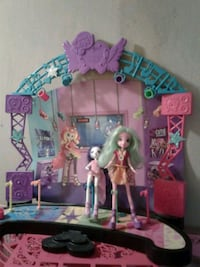 pink and blue doll house Sanford, 27330