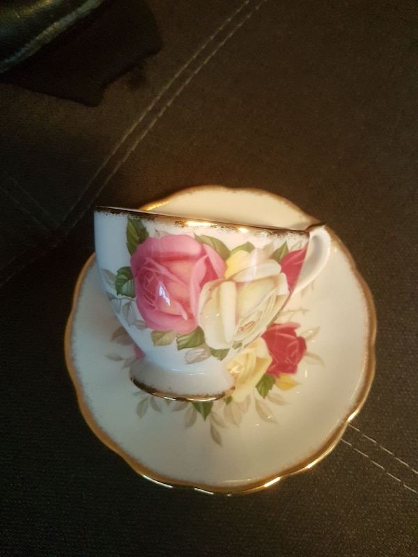 white floral ceramic tea cup and saucer dbc8ce38-8474-4e8d-af7f-27e6d461feb6