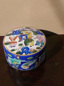 Chinese boys porcelain box with lid