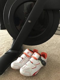 Peloton size 5 spin shoes Leesburg, 20175