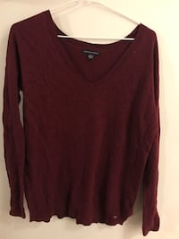 Maroon sweater fall/winter Vancouver, V5N 3G1