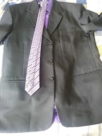 3 piece tuxedo with tie for men.(Worn only once) Brampton, L6P 2V7