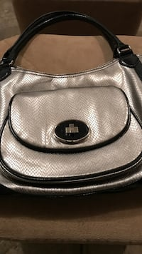 Nine West Silver and Black Leather Purse  Ashburn, 20148