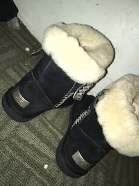 Pair of black-and-white sheepskin boots Baltimore, 21223