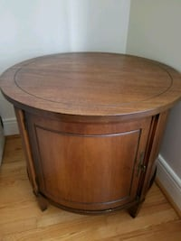 Table d'appoint ronde  Beaconsfield, H9W 1A7
