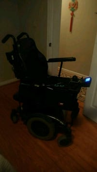 black and gray heavy duty wheelchair