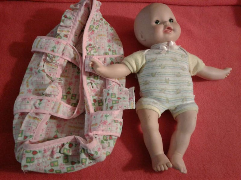 Baby doll & carrier bfd6d346-d241-4726-84e9-05a7794fbe54