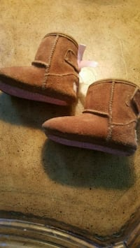 Toddler Uggs Size 2-3 Flowery Branch