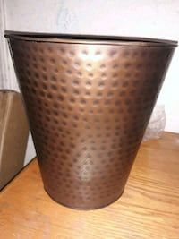 Copper hammered finish waste basket  North Las Vegas, 89031