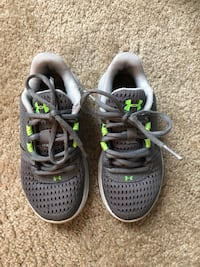 Boys 10.5 grey under armour shoes