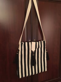 White and black striped crossbody bag Edmonton, T5N 3S1