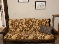 Vintage 1970's couch with fun cushions! Scranton, 18509