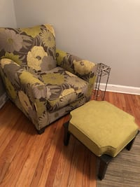 Brown and green floral sofa chair Charleston, 29412