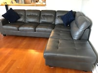 Leather right-hand facing sectional Vancouver, V5L 4G6