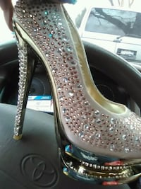 Shoes size 6 bling bling gold  Fairfield, 94533