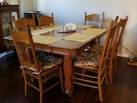 Antique table and chairs San Antonio, 78240