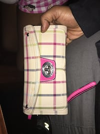 white and pink leather Coach wristlet Oxon Hill, 20745
