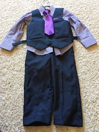 Boy's Suit 3t gently used Stow, 44224