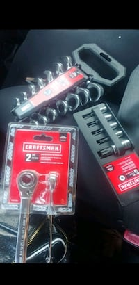 Ratchet socket and wrench set