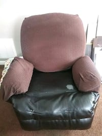Used Recliner for just à extra Seat or bassement. Middle River, 21220
