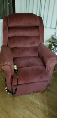 Euc Hydraulic lift lazyboy style recliner  Vancouver, V5N 1C4