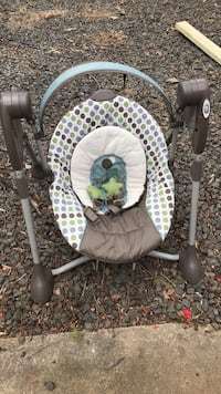 Graco baby swing with infant insert Warrenton, 20187
