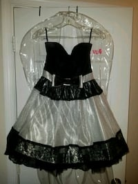 Prom/Homecoming Strapless size 5 dress (b &w)