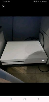 Xbox One S 1Tb with headset and 1 game. Seffner, 33584