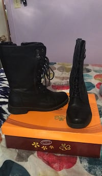 Pair of black leather boots 816 mi